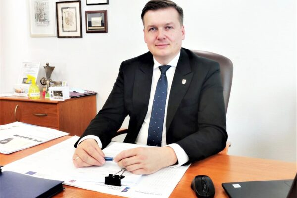 Miniaturka artykułu Burmistrza Miasta Lubartów Krzysztof Paśnik otrzymał absolutorium