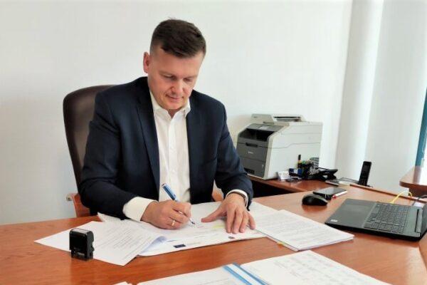 Miniaturka artykułu Umowa na przebudowę ul. Leśnej podpisana